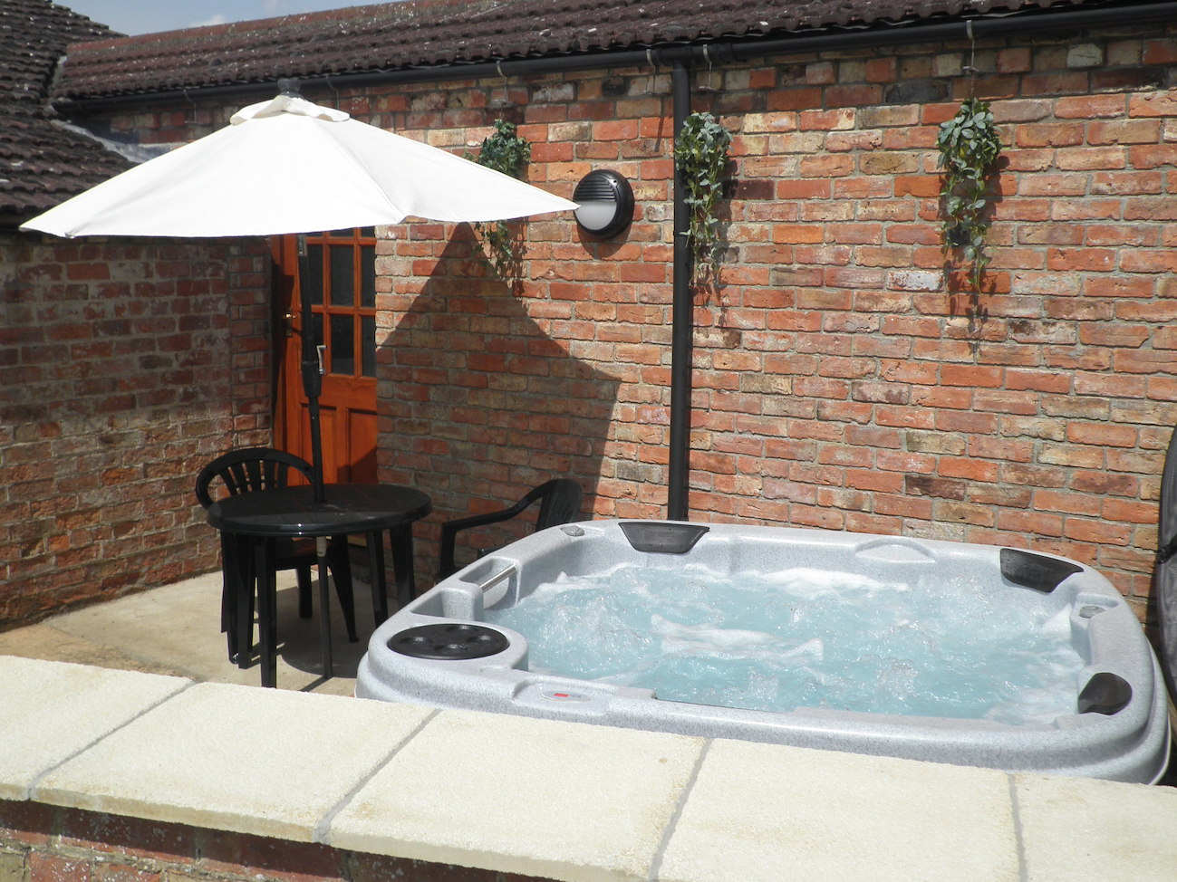 The Saddle House luxury holiday cottage with hot tub for rent in Lincolnshire