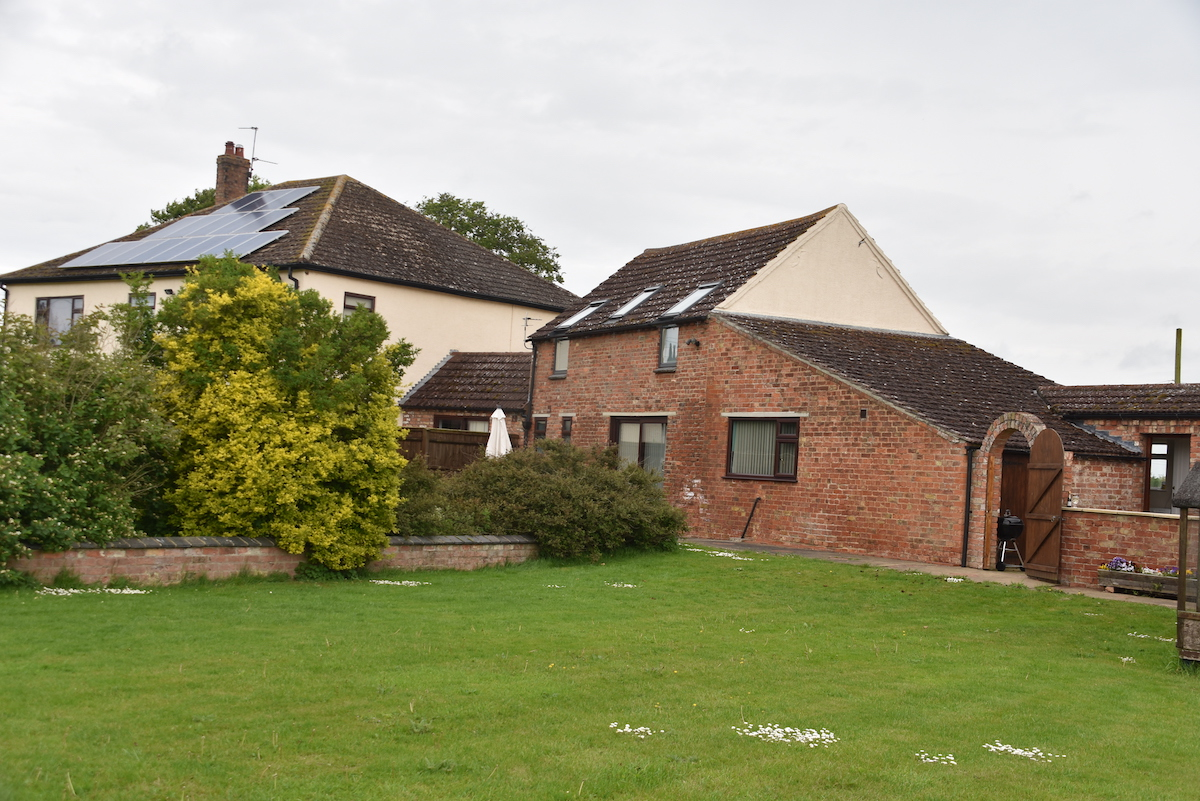 The Saddle House luxury holiday cottage with hot tub and beautiful gardens in Lincolnshire