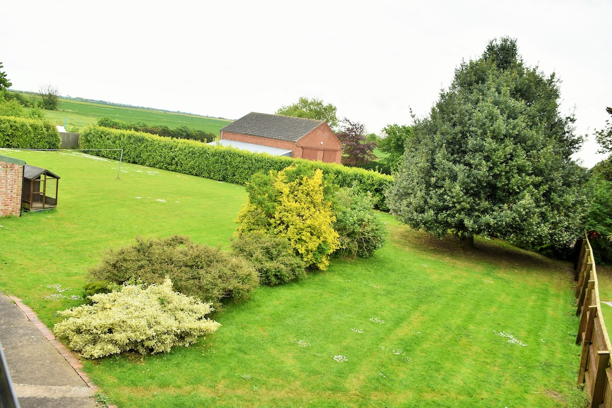 The Saddle House luxury holiday cottage with hot tub and beautiful garden in Lincolnshire